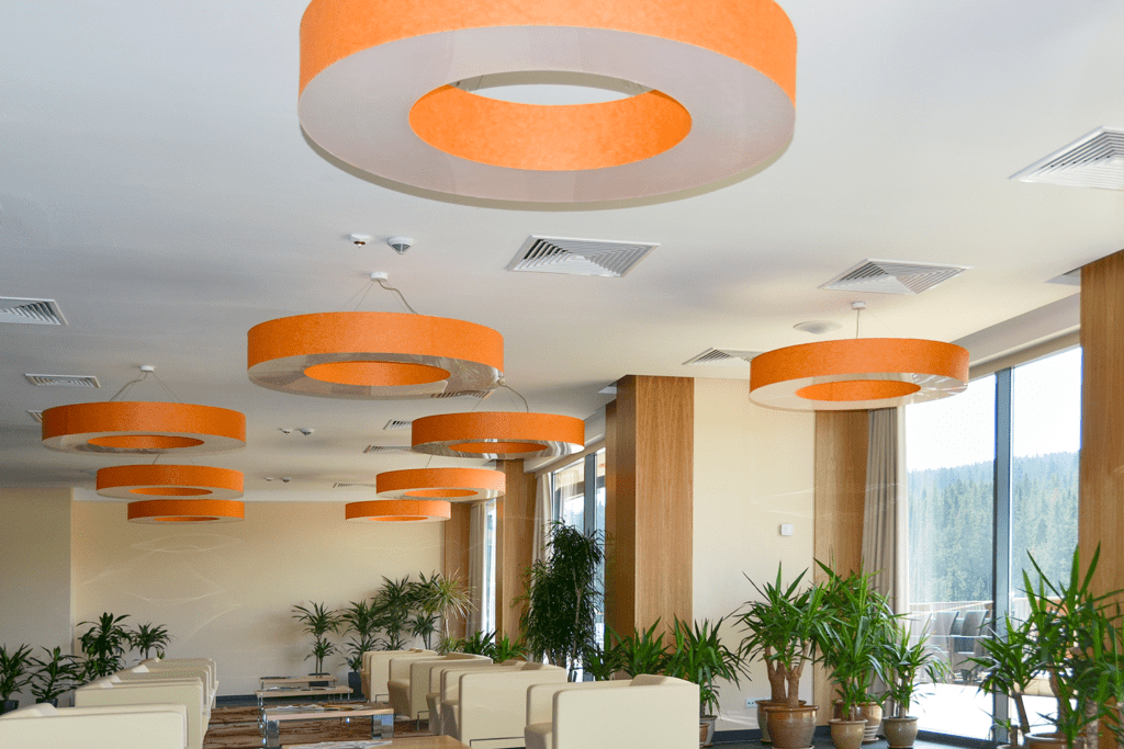 Lampy w hallu