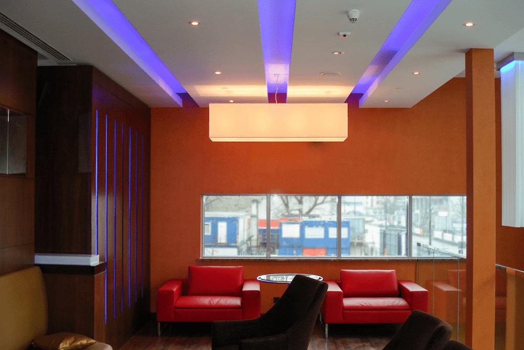 Lampa w barze