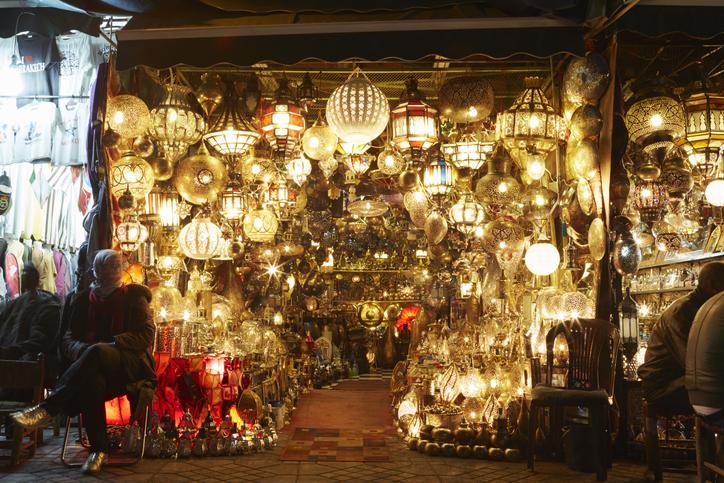 Dlaczego warto wykonać lampy na zamówienie?
